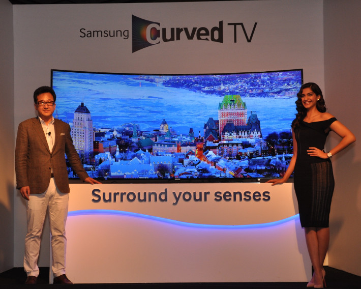 Samsung-Curved-TV-1