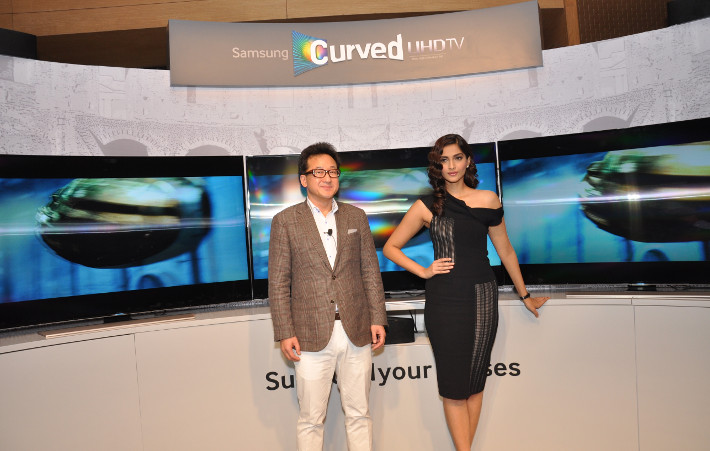 Samsung-Curved-TV-3