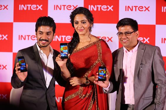 Sanjay Bansal, Director, Marketing,Intex Technologies with Anushka Shetty and Sanjay Kumar Kalirona, Senior General Manager - Mobile Business, Intex Technologies