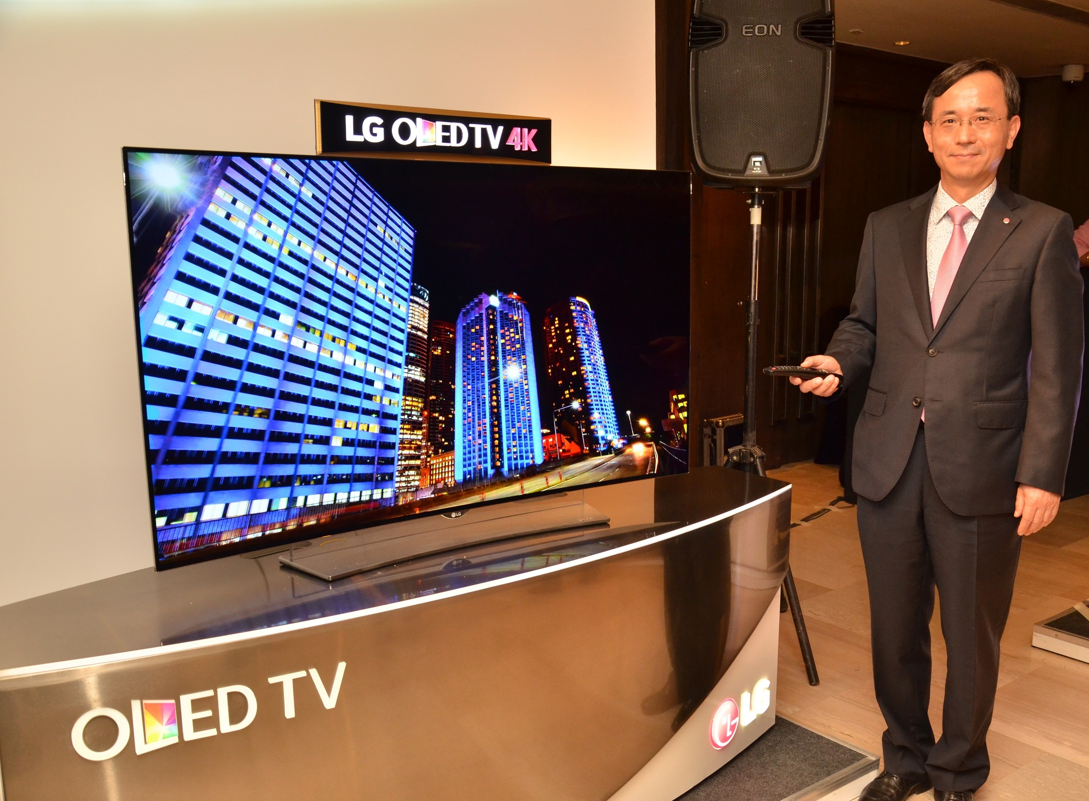 Mr Howard Lee, Director-Home Entertainment, LG India at the 4K OLED Launch