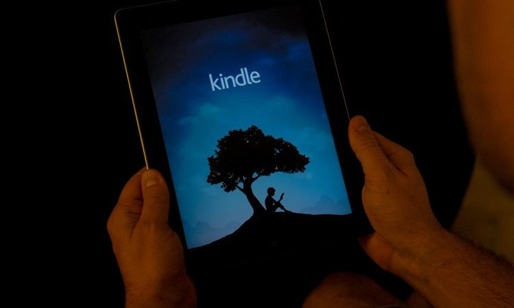 All-new Amazon Kindle Oasis with adjustable color temperature